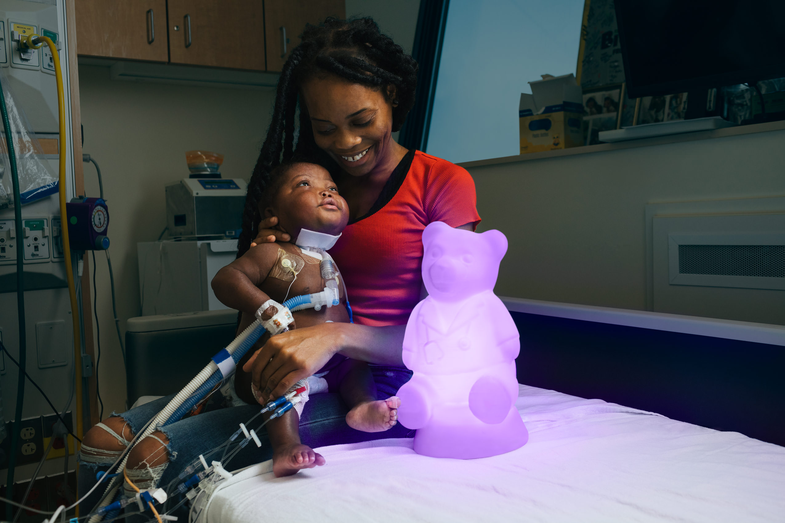 infant hospital patient with mom and purple glowing bear for washington dc healthcare photography